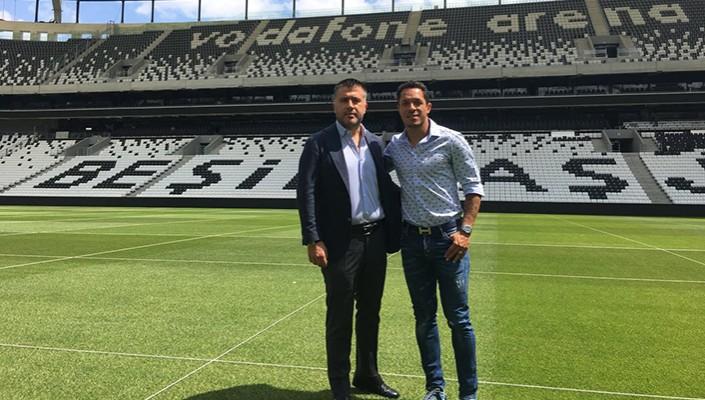 Adriano Correia, İmzayı Attıktan Sonra Vodafone Arena'yı Gezdi