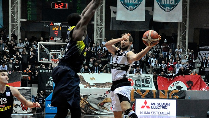 Fenerbahçe pull out 79-76 win over Beşiktaş with late surge!