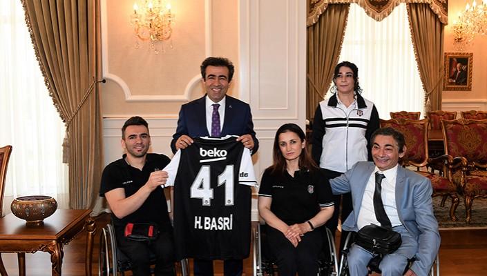Beşiktaş RMK Marine Takımımızdan Kocaeli Valisi Hasan Basri Güzeloğlu'na Ziyaret