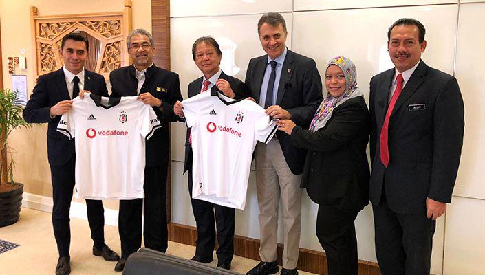Başkanımız Fikret Orman'dan Malezya Turizm Bakanı Datuk Mohamaddin Bin Ketapi'ye Ziyaret