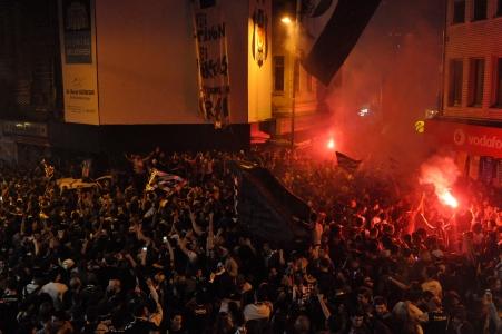 Büyük Beşiktaş Taraftarı 15. Şampiyonluğu Coşkuyla Kutladı
